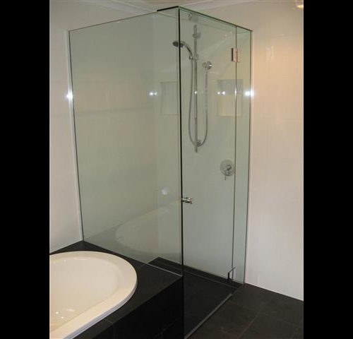 Fully Frameless Shower Screen, Minimalist Ultra Clean Look, Slate Thick Stoned Tiles
