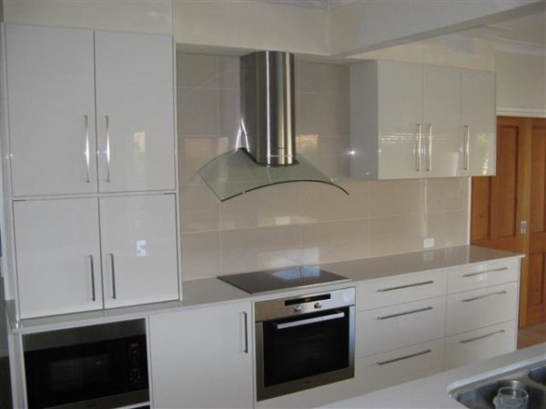 Large Kitchen for Entertaining, 2Pac Stone, European Cooking Appliances, Tiled Splashback